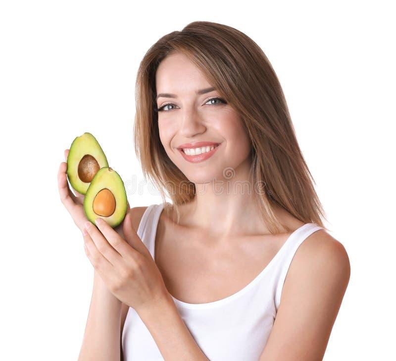 Retrato da mulher bonita nova com o abacate maduro no fundo branco fotografia de stock royalty free