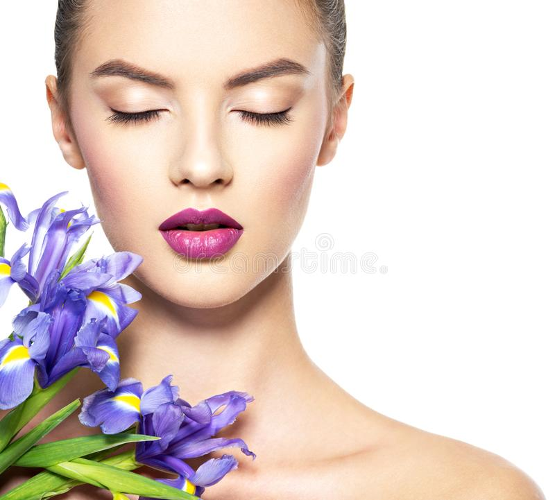Retrato da mulher bonita nova com uma pele limpa saudável de t imagens de stock royalty free