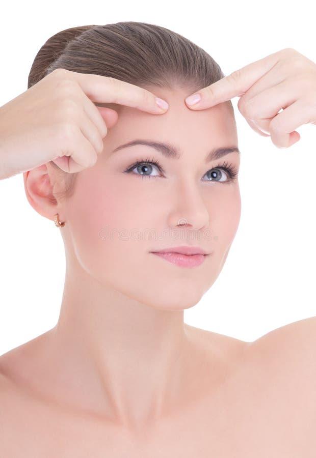 Retrato da mulher bonita nova que espreme o isola da acne ou da espinha foto de stock royalty free