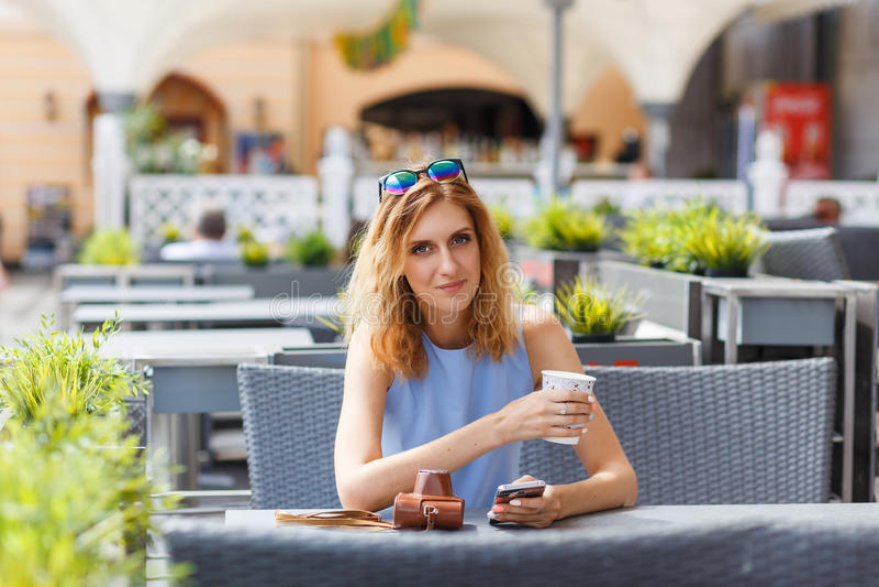 Retrato da mulher caucasiano bonita foto de stock