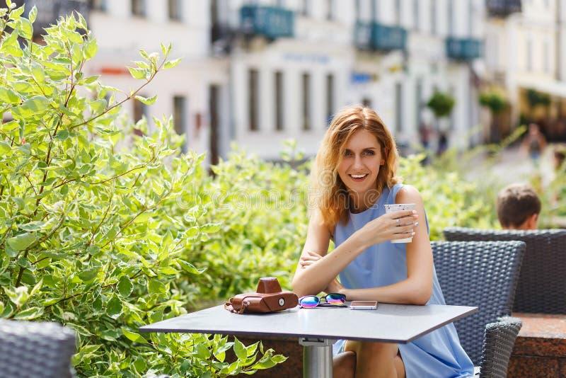 Retrato da mulher caucasiano bonita fotografia de stock royalty free