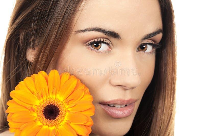 Retrato da mulher com flor imagens de stock royalty free