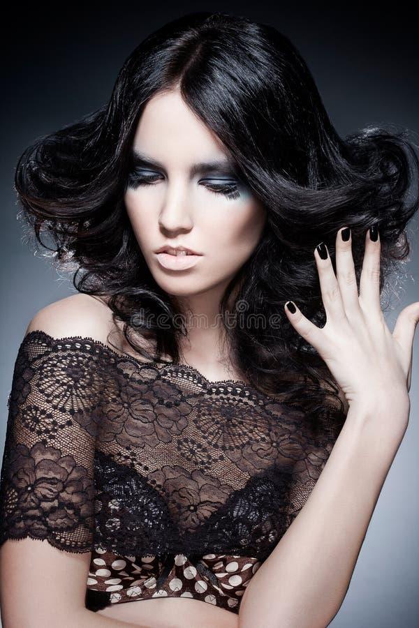 Retrato da mulher com uma composição original da cor fotografia de stock royalty free