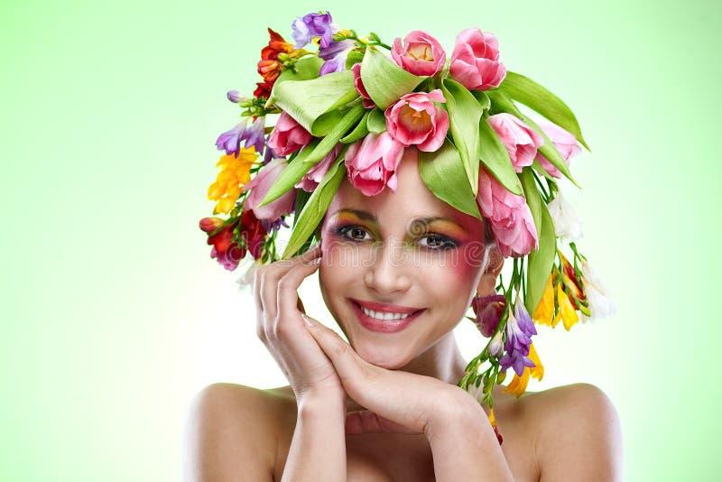Retrato da mulher da beleza com grinalda fotografia de stock royalty free