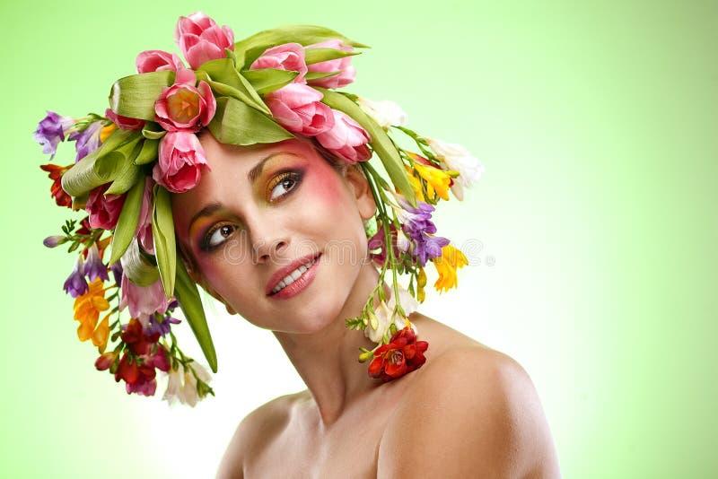 Retrato da mulher da beleza com grinalda fotos de stock royalty free
