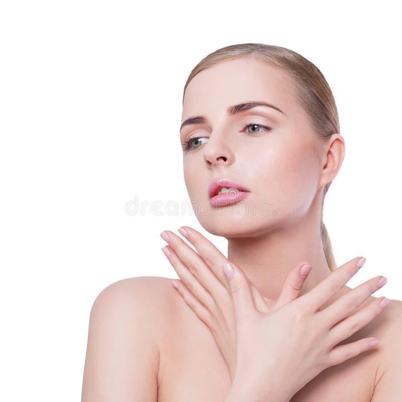 Retrato da mulher da beleza Menina bonita do modelo dos termas com pele limpa fresca perfeita e composição profissional natural L fotografia de stock royalty free
