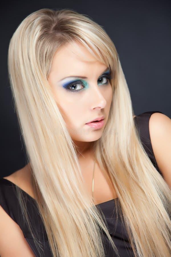 Retrato da mulher de cabelos compridos imagens de stock royalty free