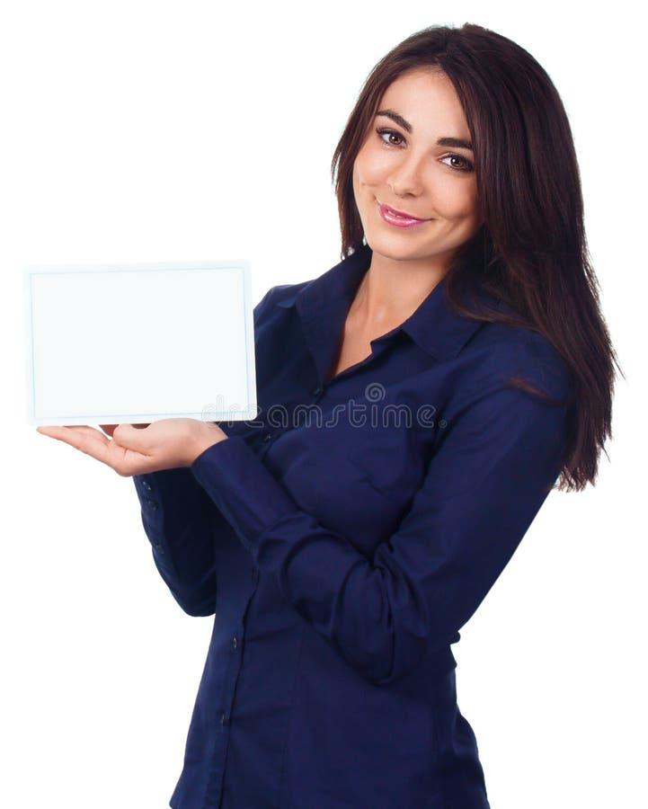 Retrato da mulher de negócio com a bandeira branca vazia imagem de stock