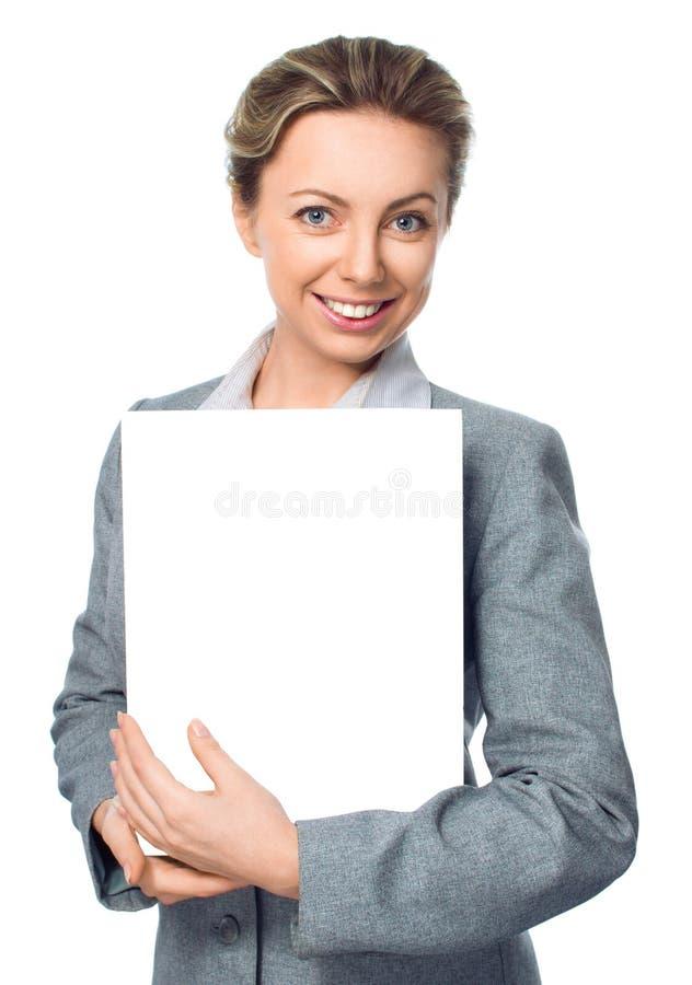 Retrato da mulher de negócio com a bandeira branca vazia foto de stock royalty free