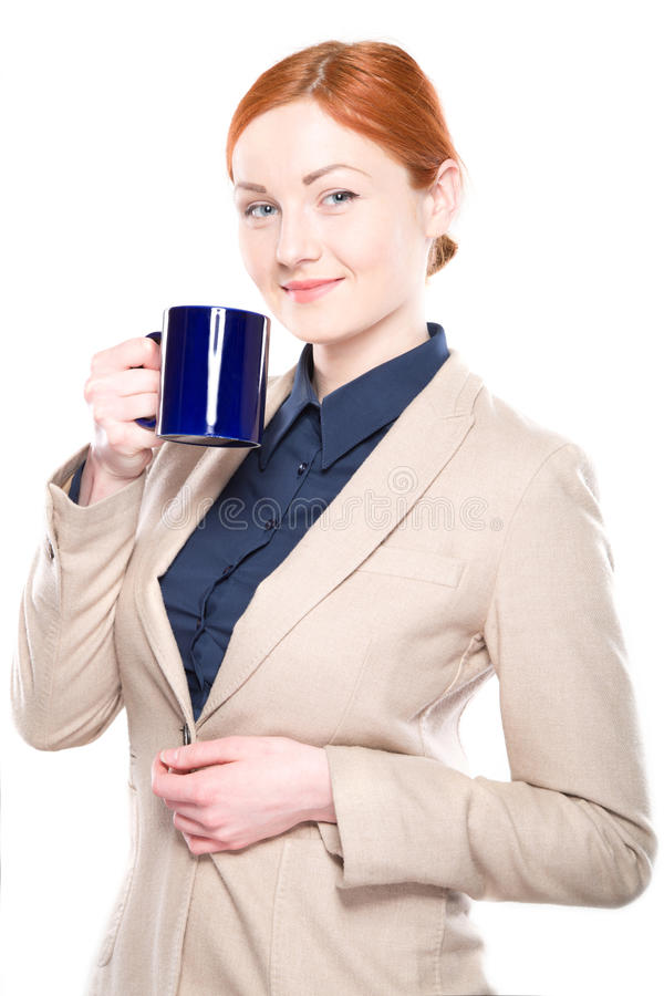 Retrato da mulher de negócio de sorriso com copo, isolado imagens de stock royalty free