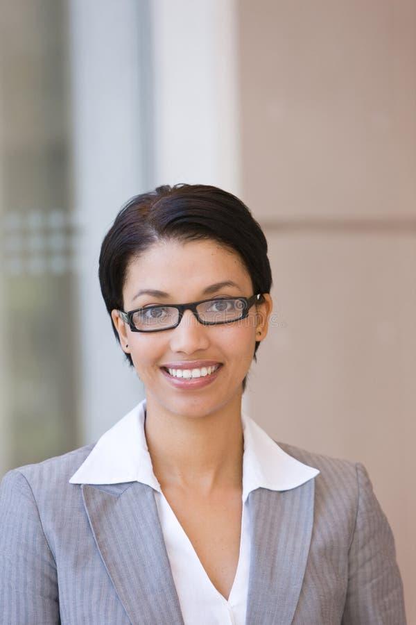 Retrato da mulher de negócio feliz fotos de stock royalty free