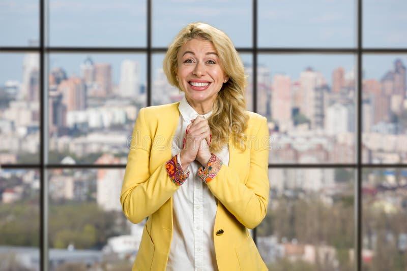 Retrato da mulher de negócio feliz entusiasmado foto de stock royalty free