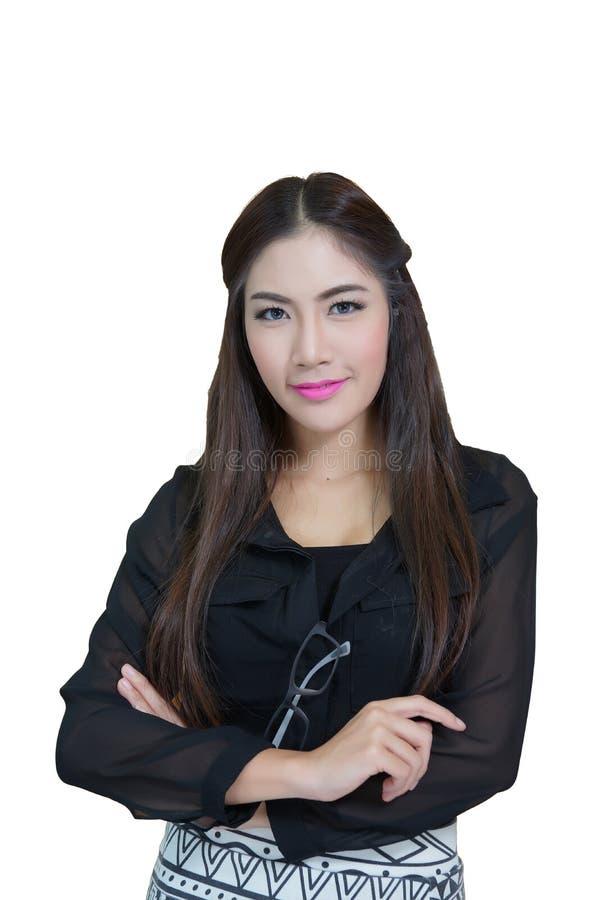 Retrato da mulher de negócio nova com os braços cruzados fotografia de stock royalty free