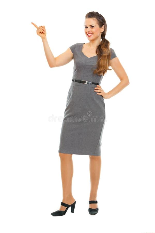 Retrato da mulher de negócio que aponta no canto fotografia de stock