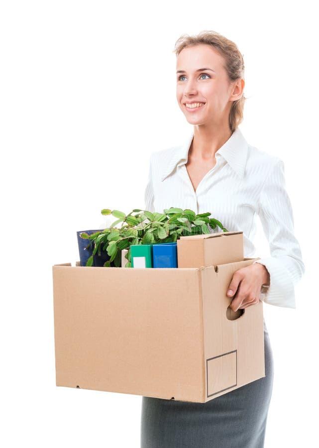 Retrato da mulher de negócio que guarda uma caixa com seus pertences imagem de stock royalty free