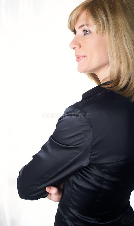 Retrato da mulher de negócios bonita nova