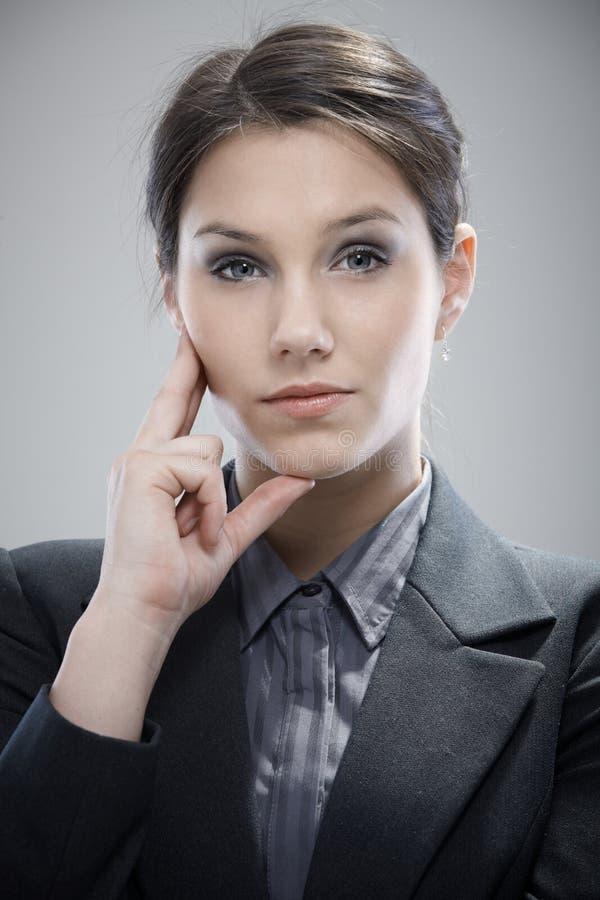 Retrato da mulher de negócios confiável imagem de stock