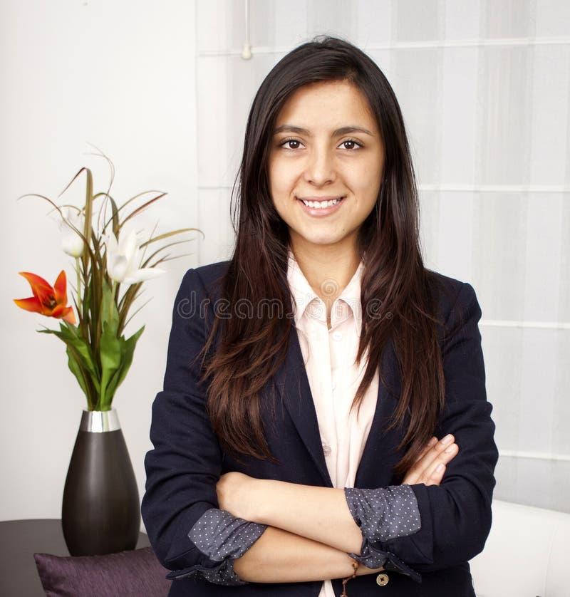 Retrato da mulher de negócios do sorriso fotografia de stock