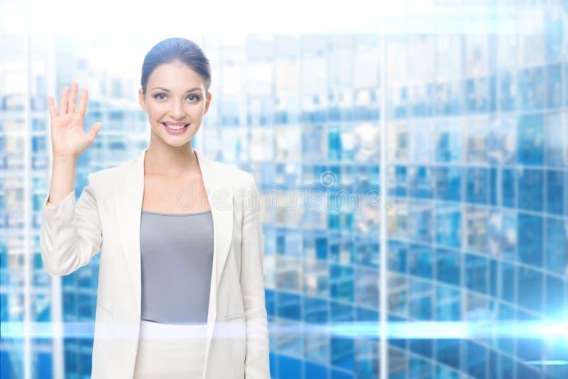 Retrato da mulher de negócios que mostra a palma imagem de stock