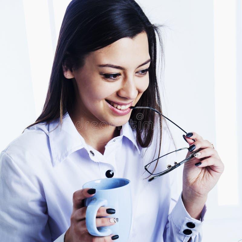 Retrato da mulher de negócios de sorriso bem sucedida feliz nova Busine imagem de stock