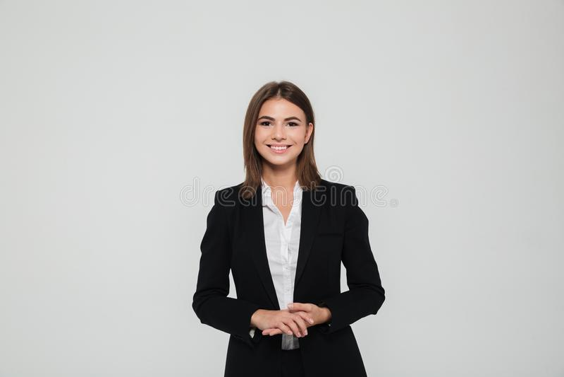 Retrato da mulher de negócios de sorriso bonita fotografia de stock royalty free