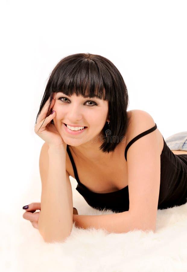 Retrato da mulher de sorriso com os dentes brancos perfeitos. foto de stock