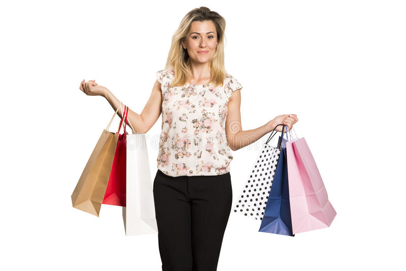 Retrato da mulher de sorriso feliz nova com sacos de compras foto de stock