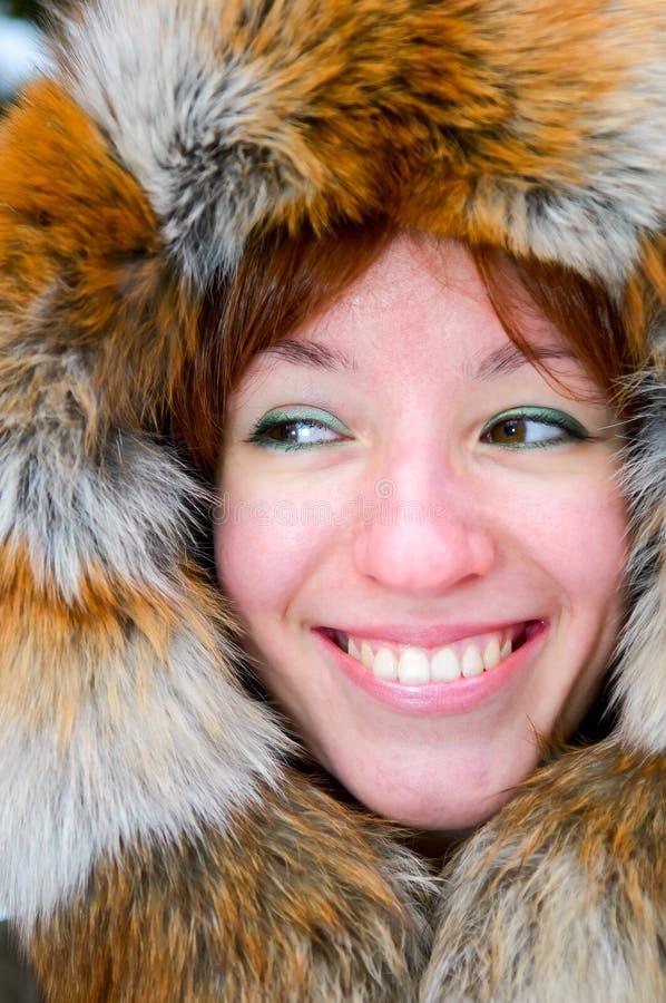 Retrato da mulher de sorriso nova imagens de stock