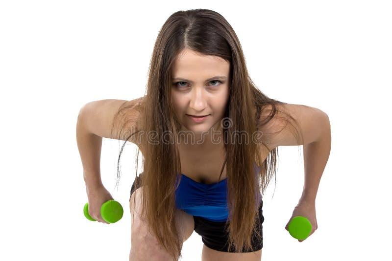 Retrato da mulher desportiva com pesos imagens de stock royalty free