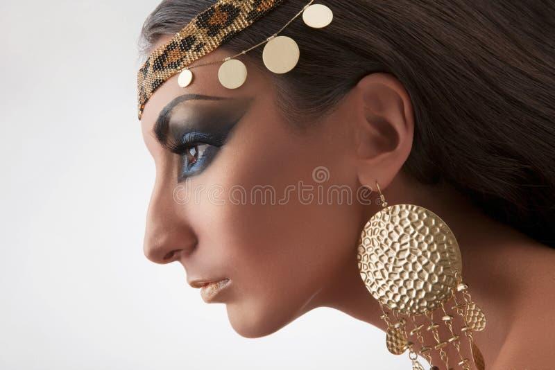Retrato da mulher do leste bonita imagem de stock royalty free