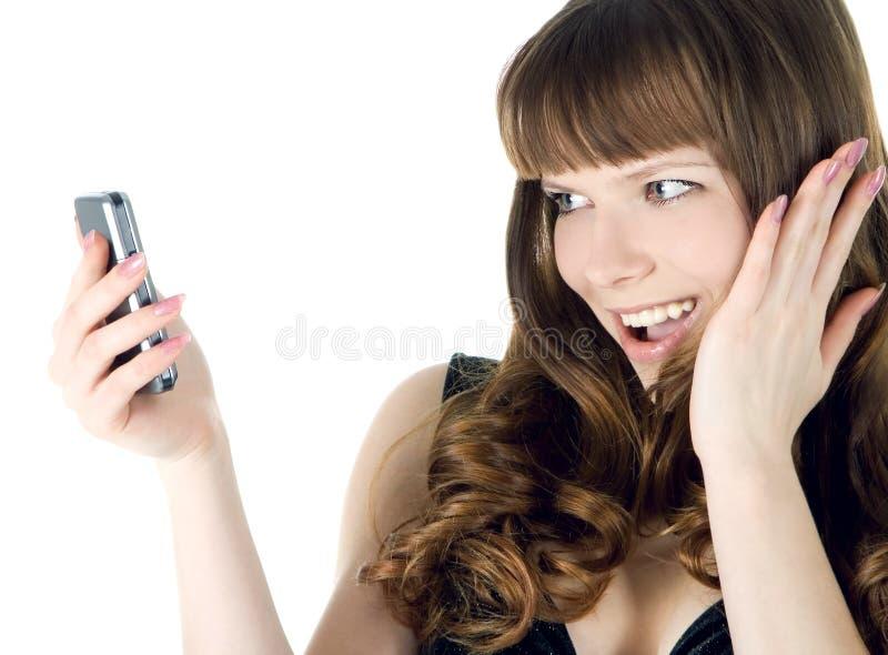 Retrato da mulher feliz com telefone de pilha imagens de stock