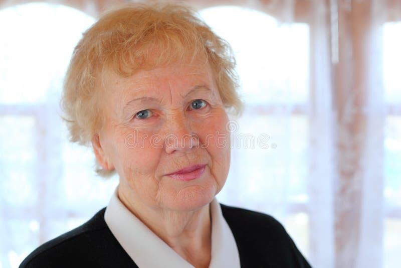 Retrato da mulher idosa imagens de stock royalty free