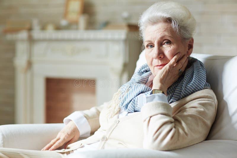Retrato da mulher idosa devista fotografia de stock