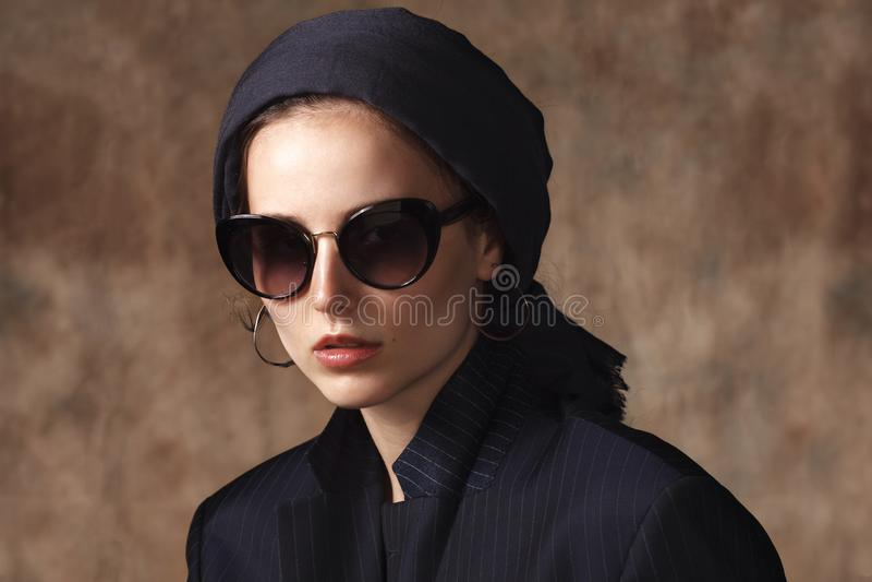 Retrato da mulher islâmica contemporânea foto de stock royalty free