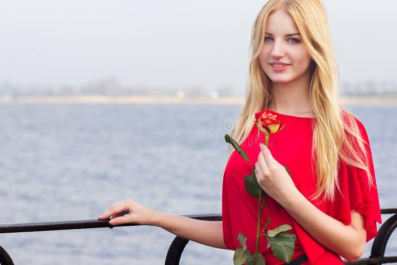 Retrato da mulher loura imagem de stock royalty free