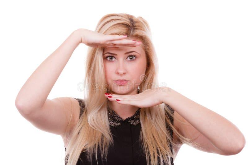 Retrato da mulher loura com mãos perto da cara imagem de stock