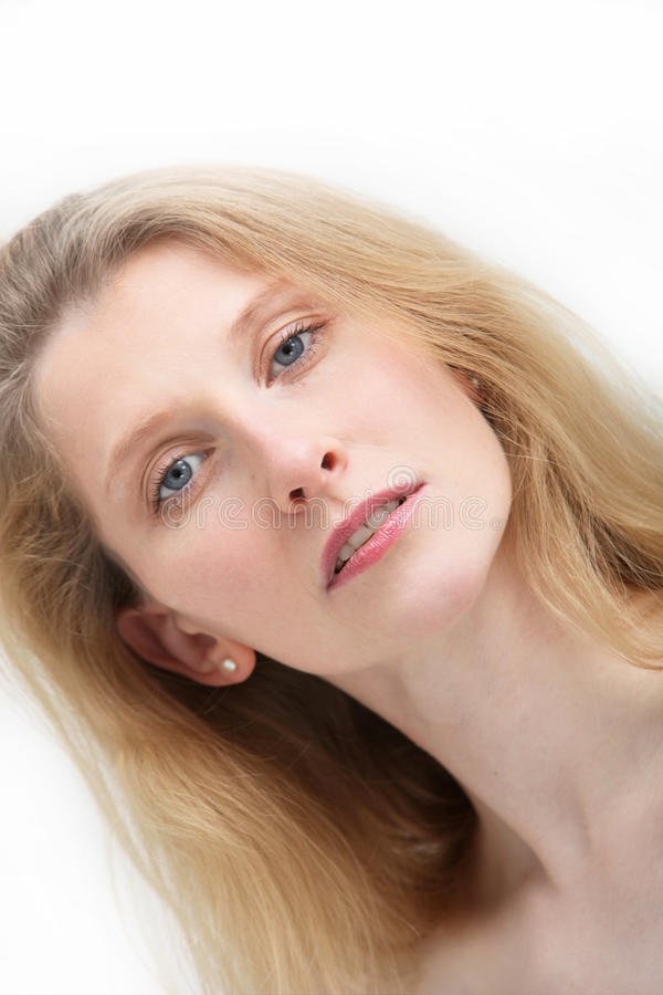 Retrato da mulher loura com olhos azuis fotografia de stock royalty free