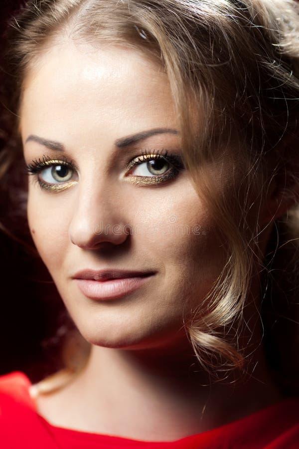Retrato da mulher loura nova fotos de stock royalty free
