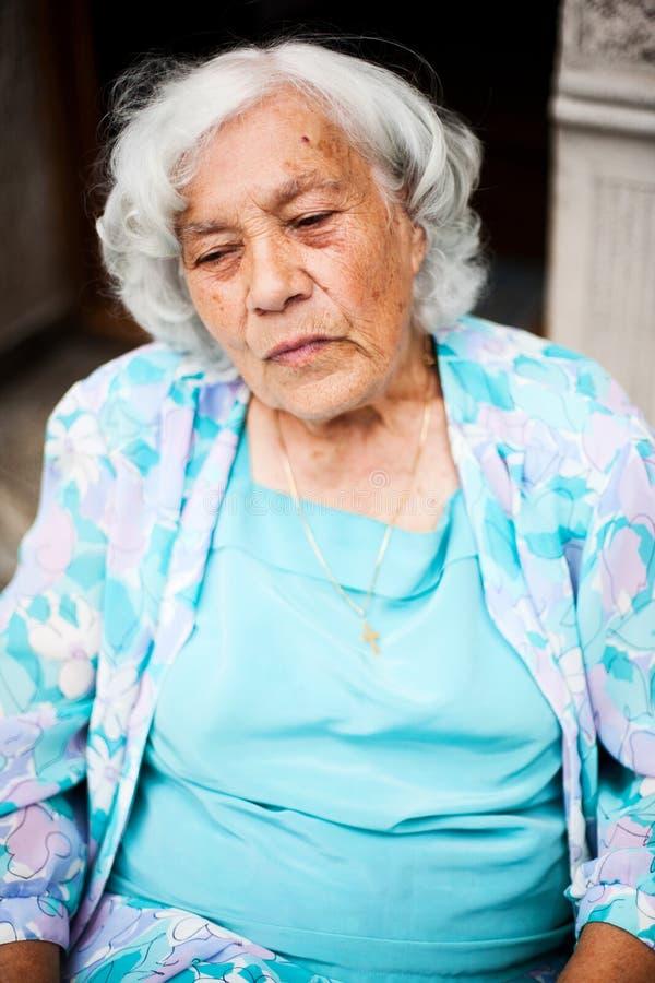 Retrato da mulher mais idosa fotografia de stock royalty free