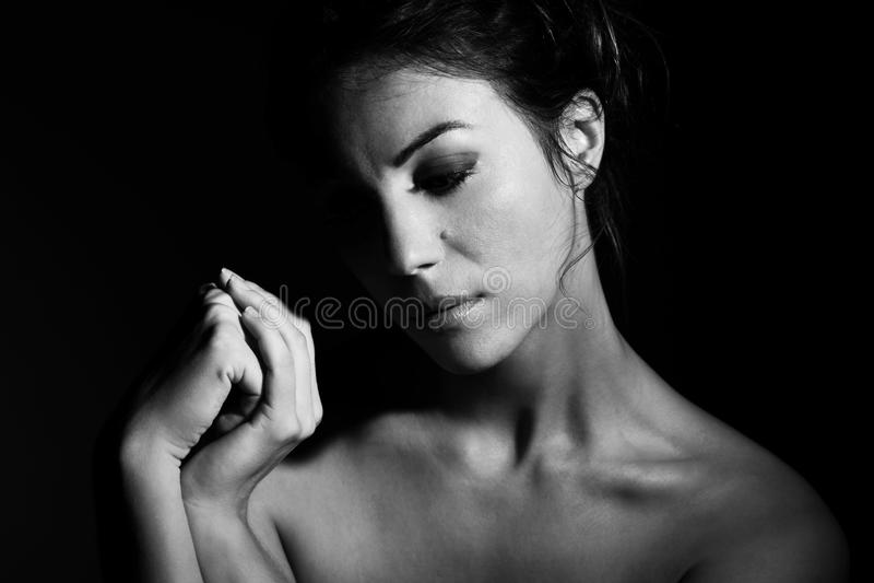 Retrato da mulher moreno bonita foto de stock royalty free