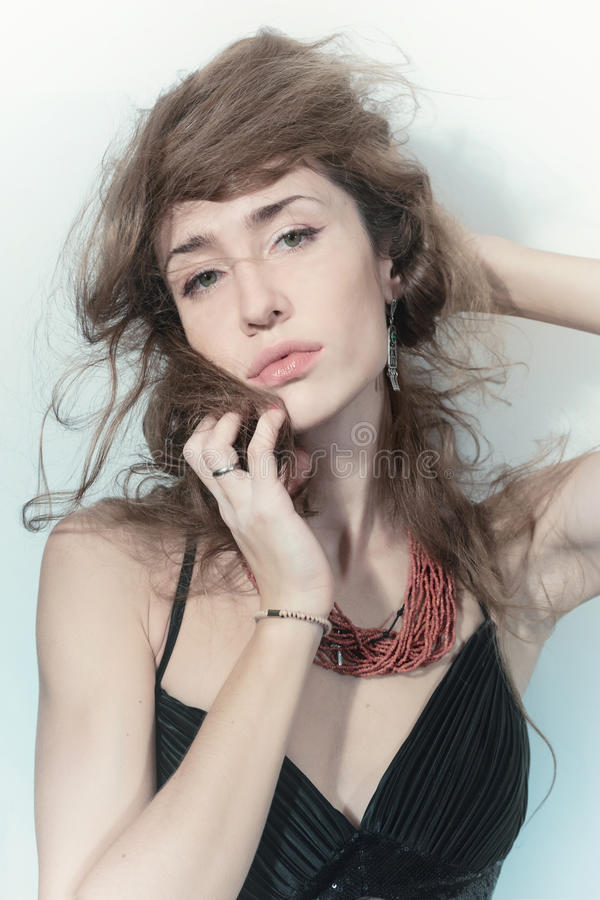 Retrato da mulher moreno bonita imagem de stock