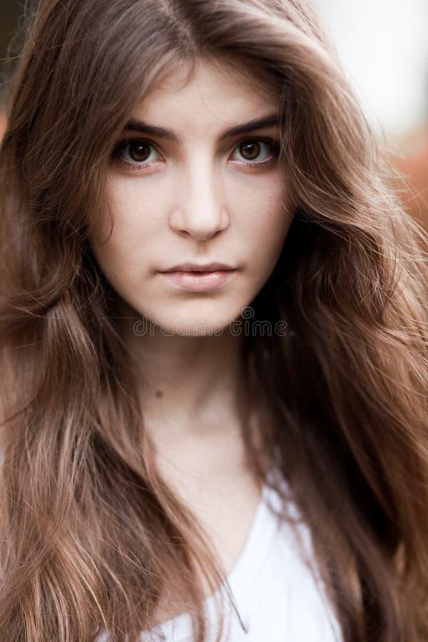 Retrato da mulher natural bonita imagens de stock
