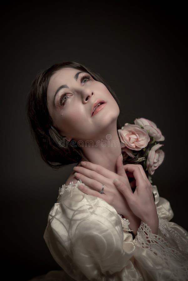 Retrato da mulher no vestido do vintage imagens de stock