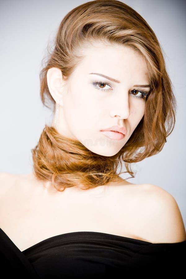 Retrato da mulher nova atrativa   foto de stock