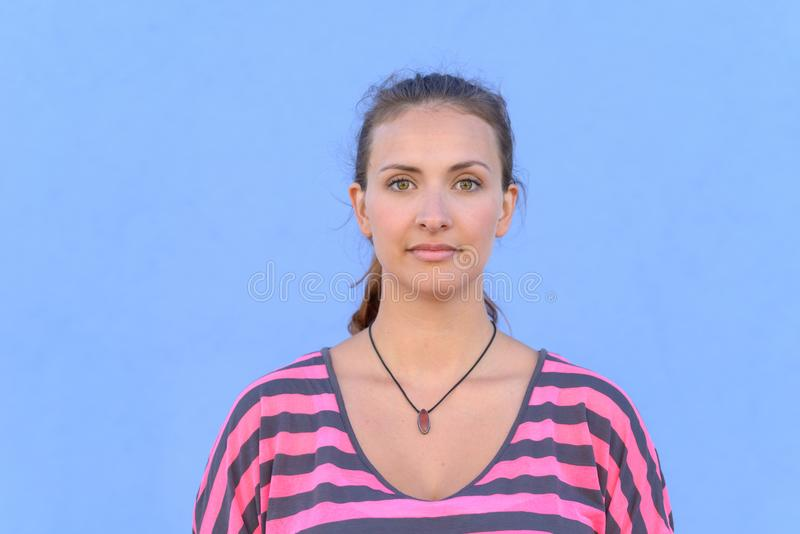 Retrato da mulher nova bonita fotos de stock royalty free