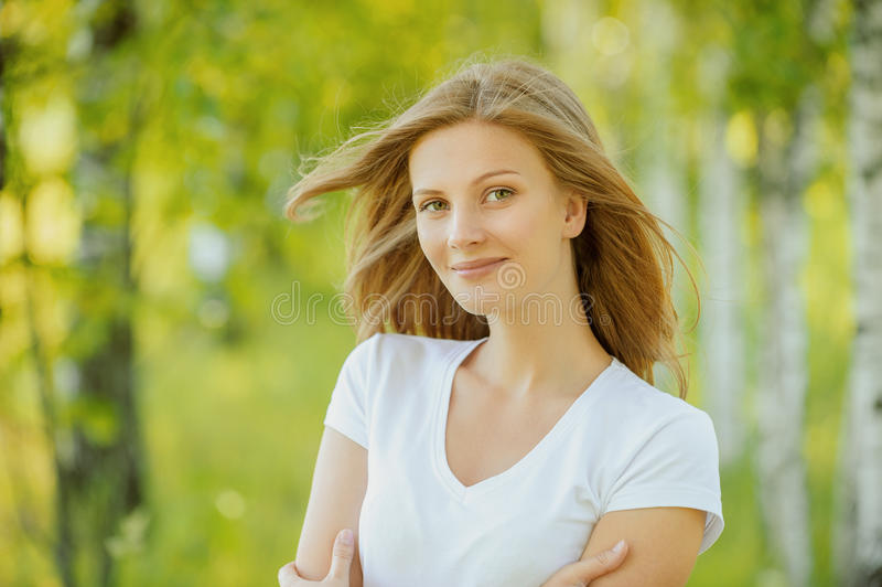 Retrato da mulher nova bonita imagens de stock