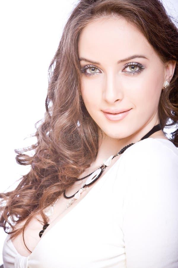 Retrato da mulher nova bonita com marrom longo foto de stock royalty free