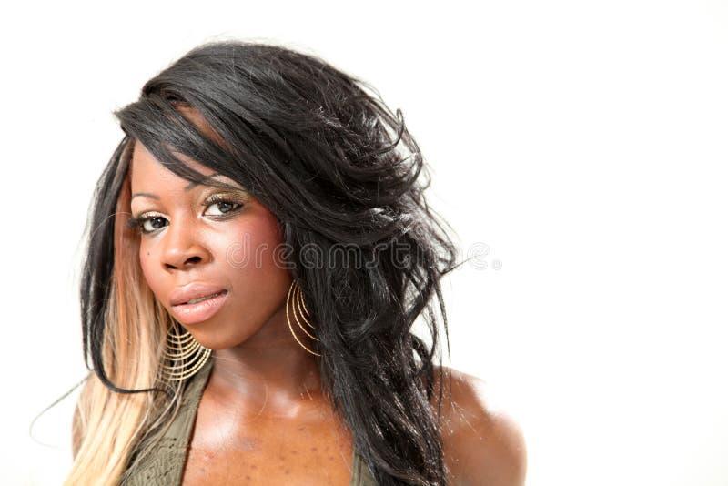 Retrato da mulher nova bonita do americano africano fotos de stock royalty free