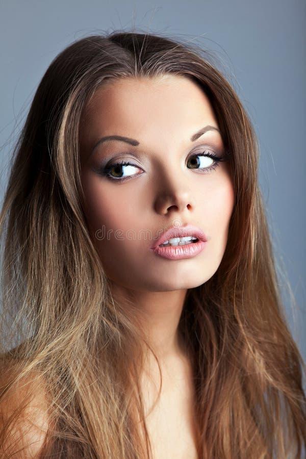 Retrato da mulher nova bonita e 'sexy' foto de stock
