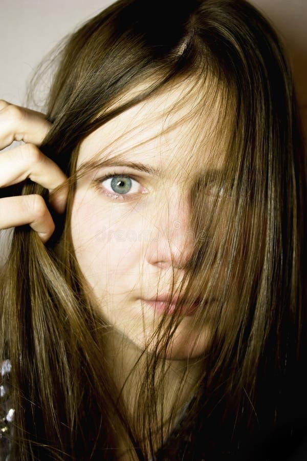 Retrato da mulher nova com cabelo longo imagens de stock royalty free